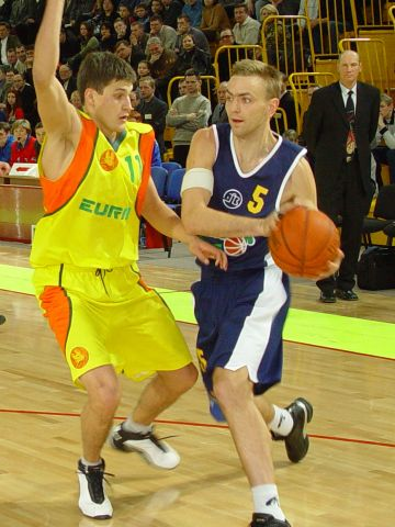 Lobanov (EURAS) had a hard time defending Pashchenko (Khimik), who scored 21 points.